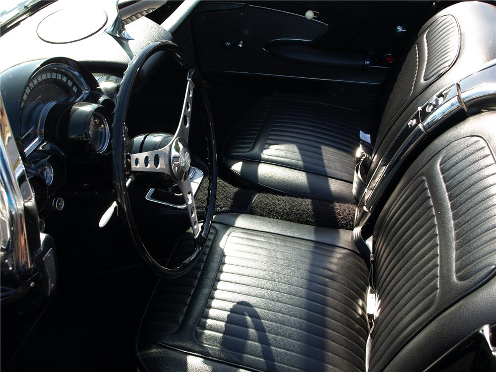 1958 CHEVROLET CORVETTE CONVERTIBLE - Interior - 138371