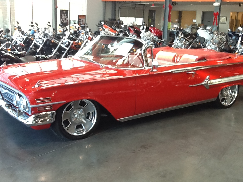 1960 CHEVROLET IMPALA CUSTOM CONVERTIBLE - Front 3/4 - 138391
