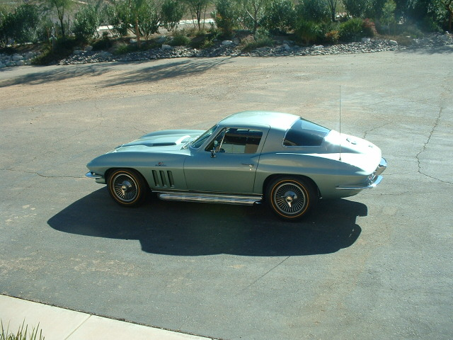 1966 CHEVROLET CORVETTE 2 DOOR COUPE - Side Profile - 138399