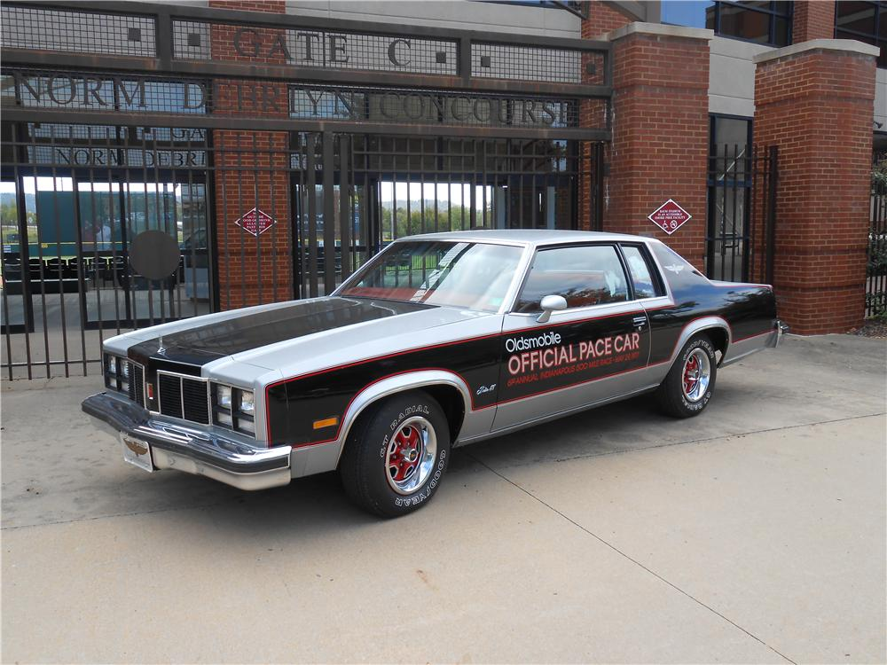 1977 OLDSMOBILE 88 INDY PACE CAR - Front 3/4 - 138433