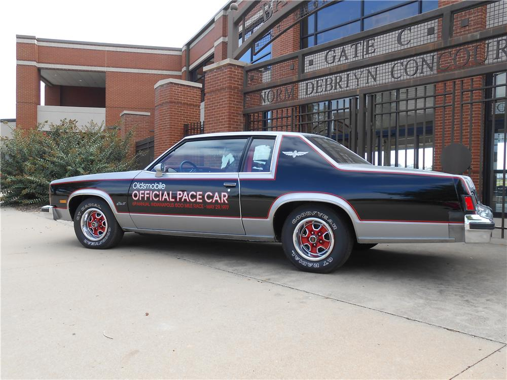 1977 OLDSMOBILE 88 INDY PACE CAR - Rear 3/4 - 138433