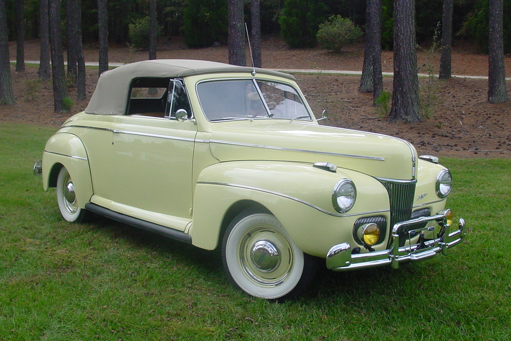 1941 FORD SUPER DELUXE CONVERTIBLE - Front 3/4 - 138890