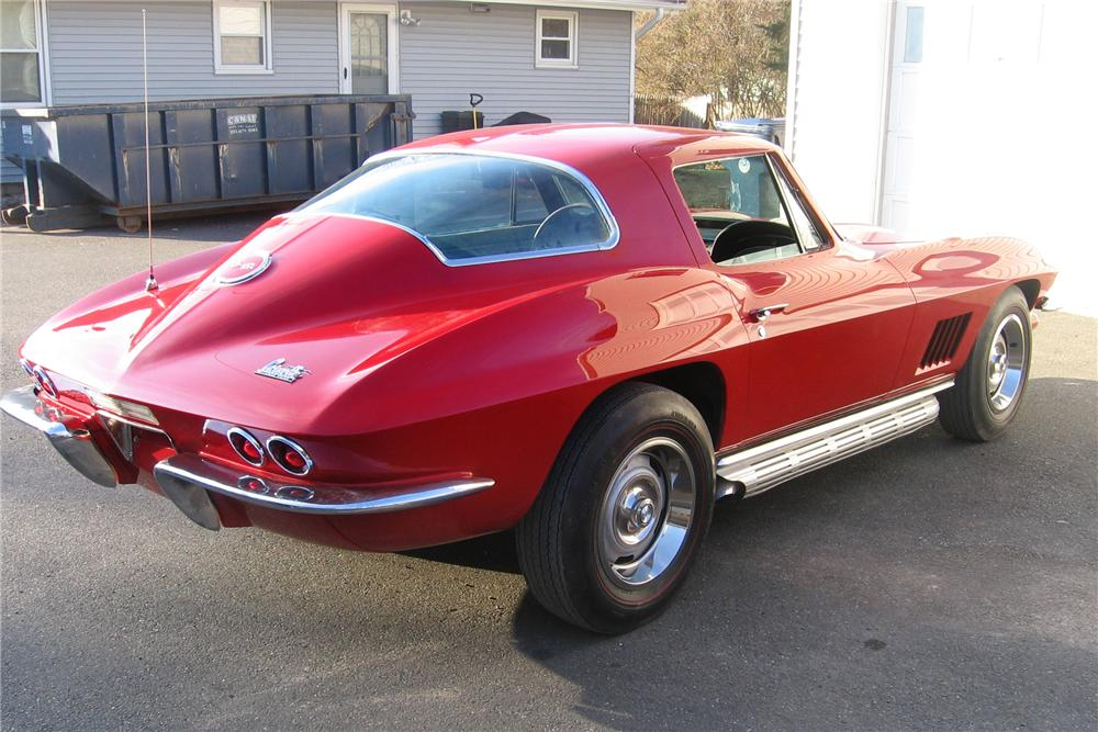 1967 CHEVROLET CORVETTE 2 DOOR COUPE - Rear 3/4 - 138924