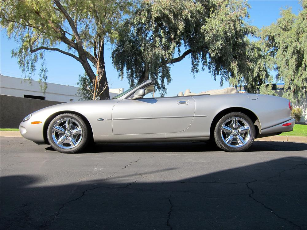 1999 JAGUAR XK8 CONVERTIBLE - Side Profile - 139010