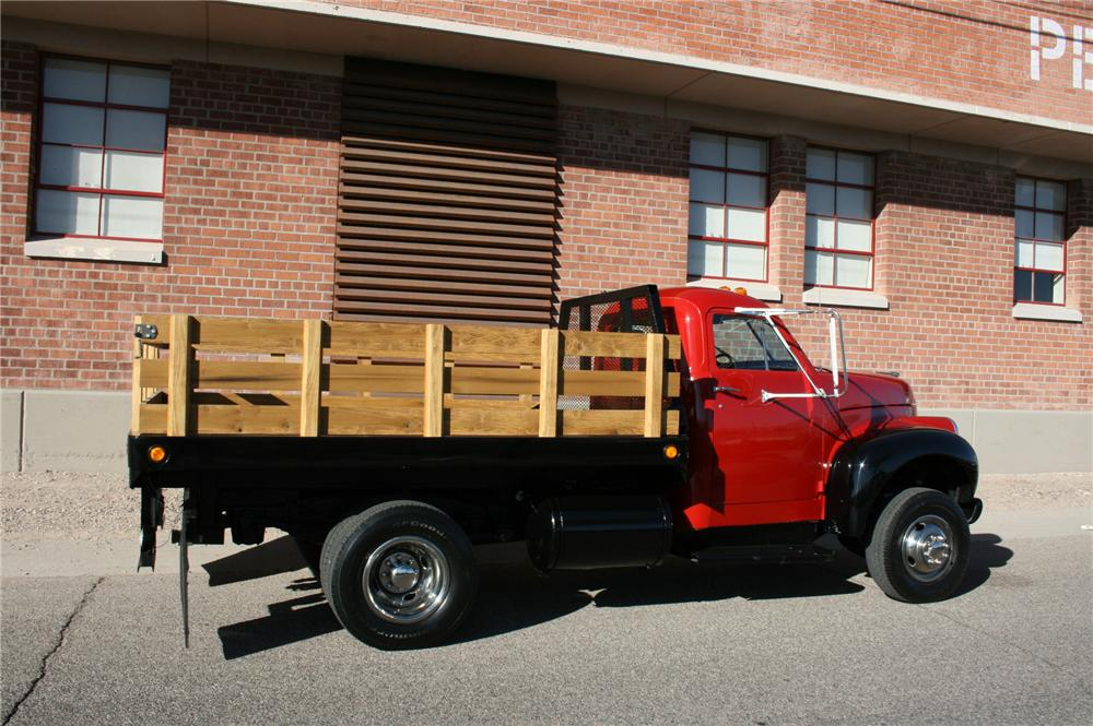 1947 STUDEBAKER STAKE BED TRUCK - Side Profile - 139020