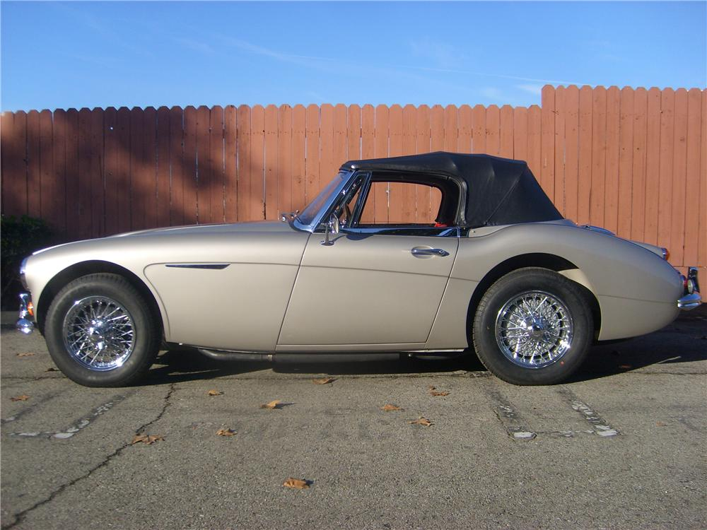 1964 AUSTIN-HEALEY 3000 MARK III BJ8 SPORTS CONVERTIBLE - Front 3/4 - 139048