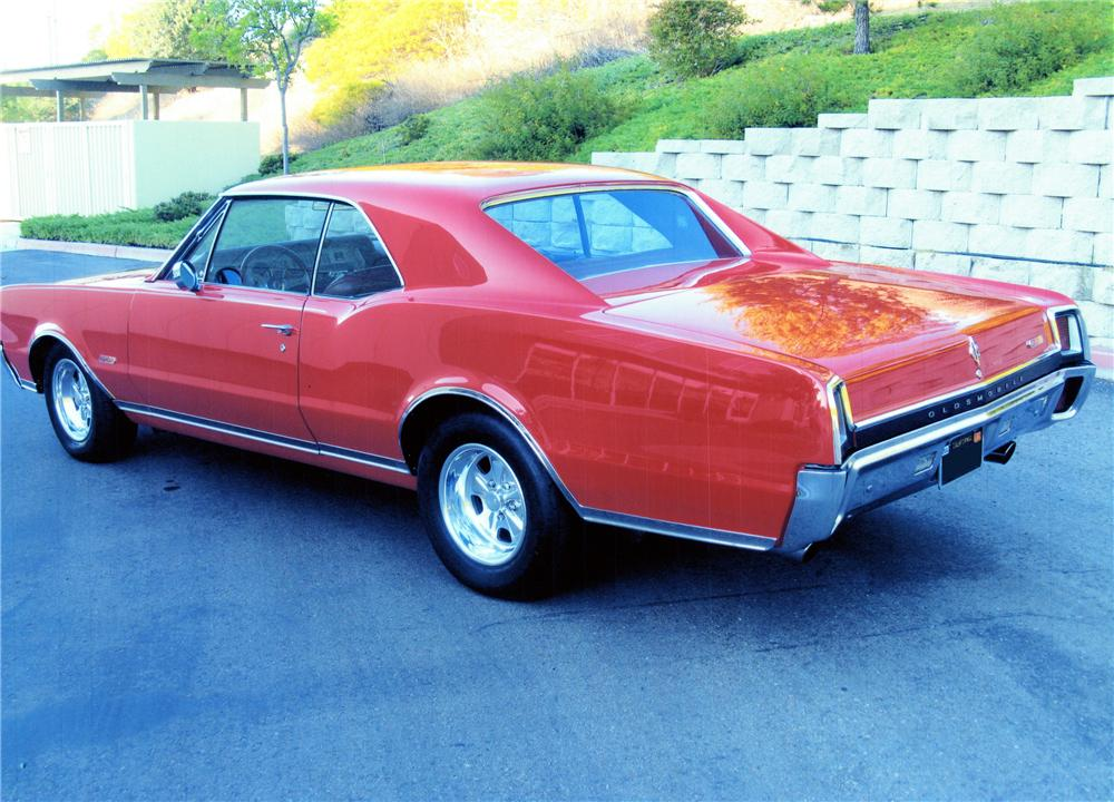 1967 OLDSMOBILE 442 CUSTOM 2 DOOR COUPE - Rear 3/4 - 139074