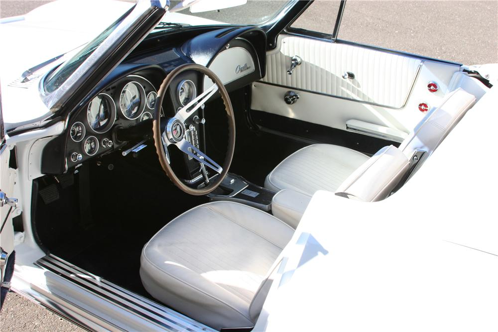1964 CHEVROLET CORVETTE CONVERTIBLE - Interior - 139114