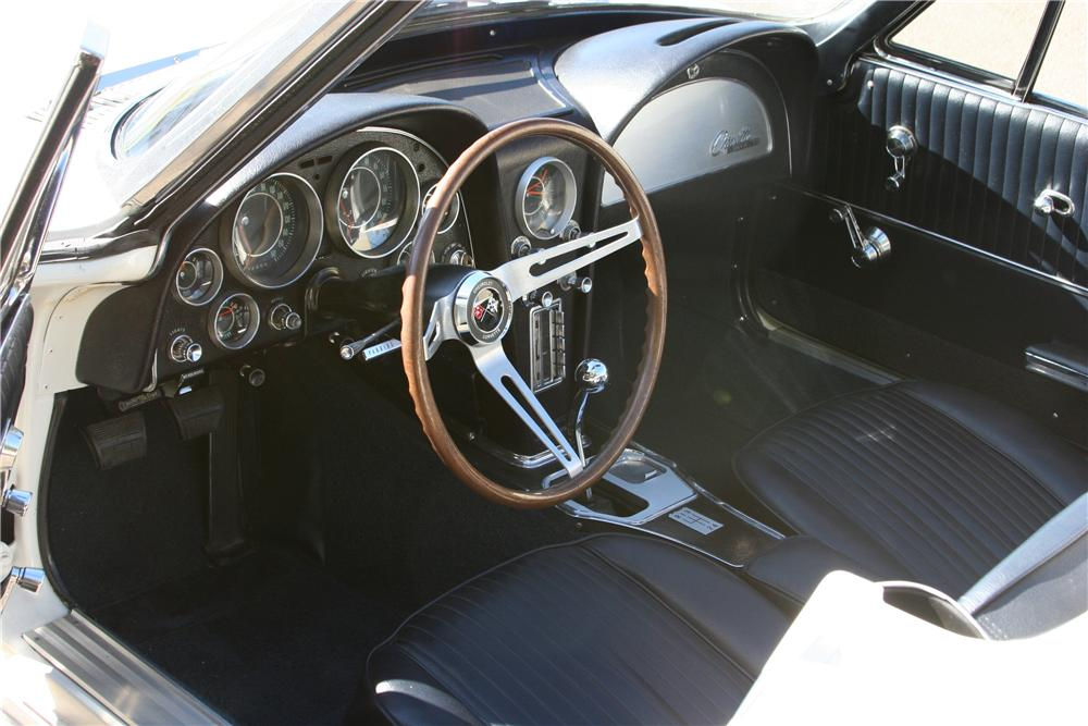 1964 CHEVROLET CORVETTE CUSTOM CONVERTIBLE - Interior - 139120