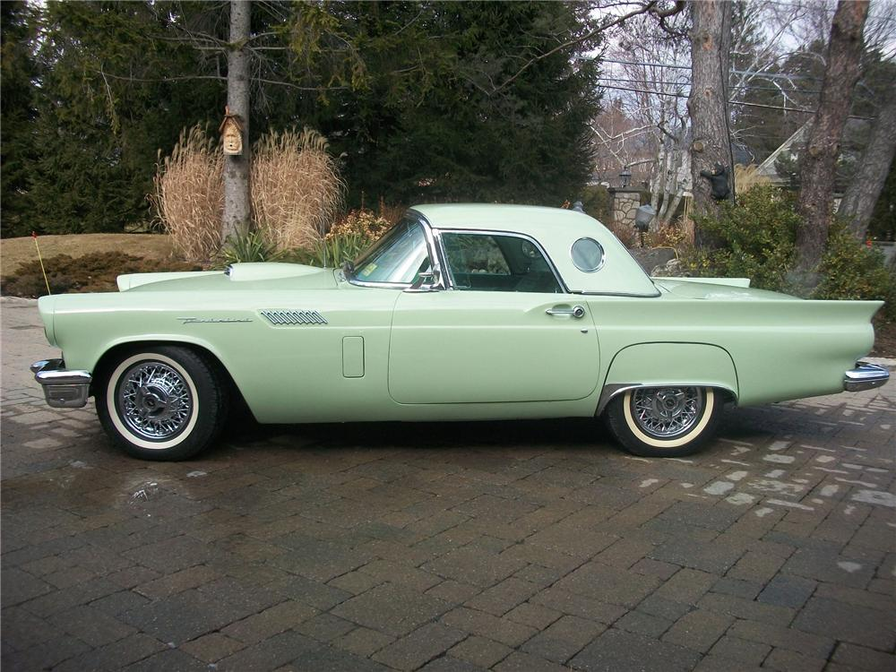 1957 FORD THUNDERBIRD CONVERTIBLE - Side Profile - 139145