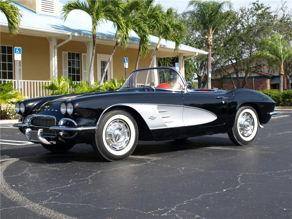 1961 CHEVROLET CORVETTE CONVERTIBLE - 139204