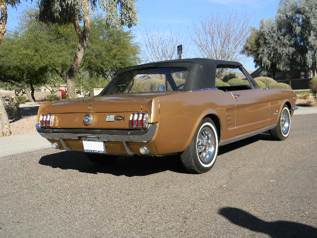 1966 FORD MUSTANG CONVERTIBLE - Front 3/4 - 139205