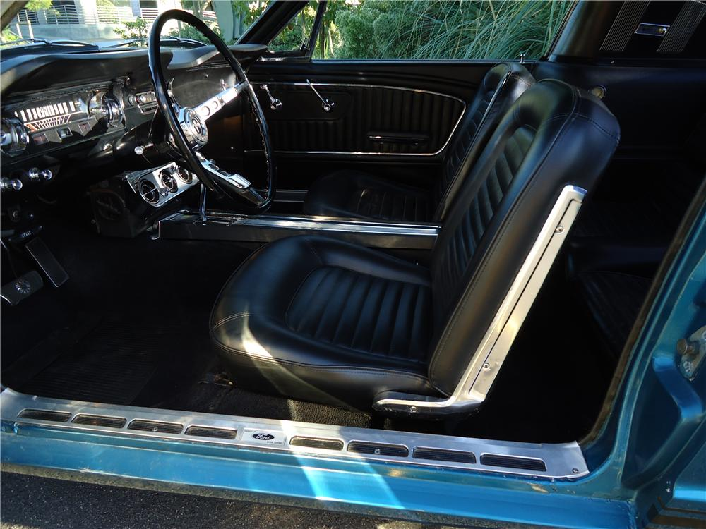 1965 FORD MUSTANG FASTBACK - Interior - 139275