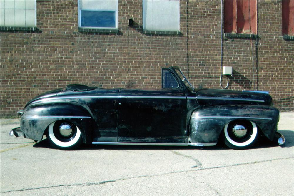 1947 FORD CUSTOM CONVERTIBLE - Side Profile - 139295