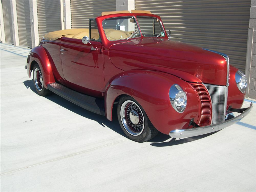 1940 FORD SPORTSMAN CONVERTIBLE - Front 3/4 - 139414