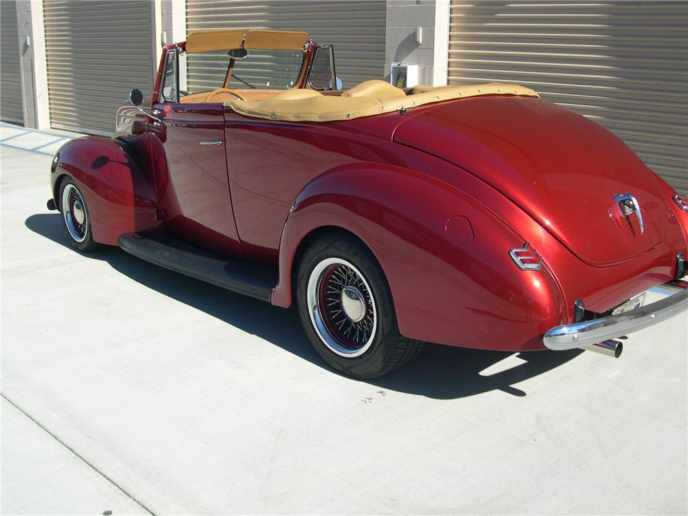 1940 FORD SPORTSMAN CONVERTIBLE - Rear 3/4 - 139414