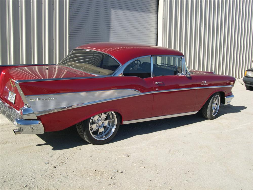 1957 CHEVROLET 210 CUSTOM 2 DOOR HARDTOP - Rear 3/4 - 139415