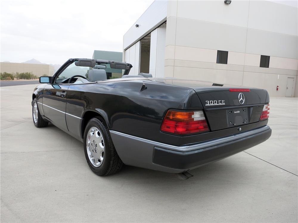 1993 MERCEDES-BENZ 300CE CONVERTIBLE - Rear 3/4 - 139425