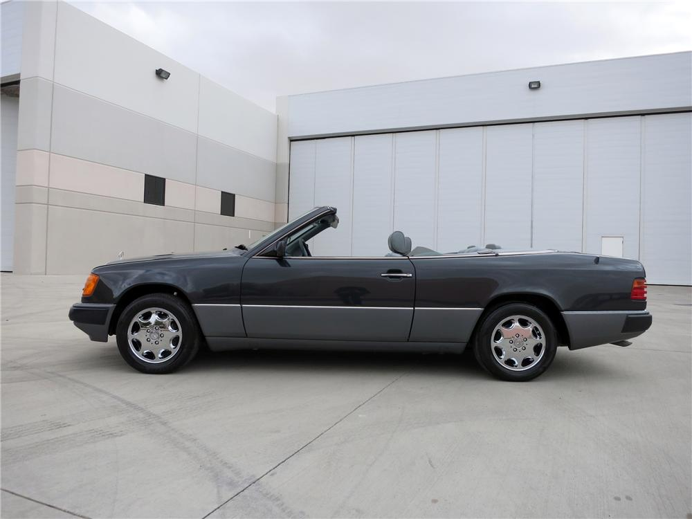 1993 MERCEDES-BENZ 300CE CONVERTIBLE - Side Profile - 139425