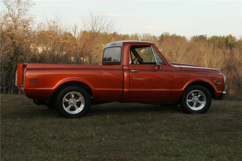 1970 CHEVROLET C-10 CUSTOM FLEETSIDE SHORTBED PICKUP - Rear 3/4 - 139600