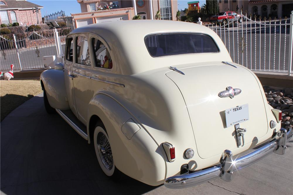 1939 BUICK SPECIAL 4 DOOR SEDAN - Rear 3/4 - 139937