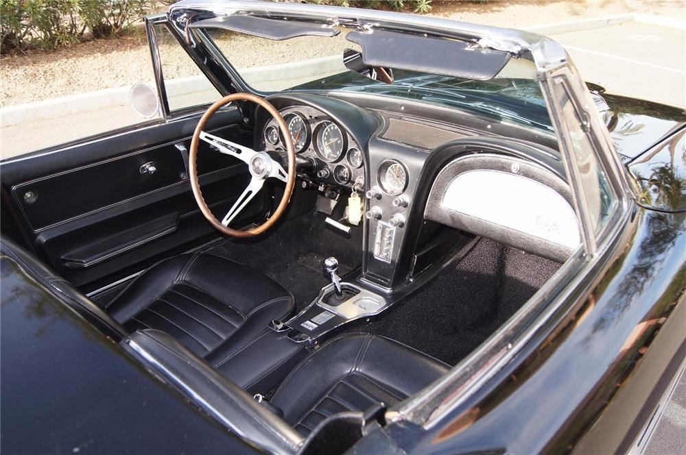 1966 CHEVROLET CORVETTE CONVERTIBLE - Interior - 142154