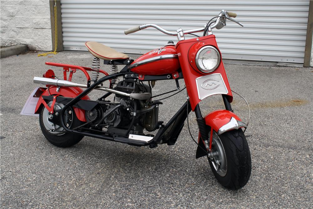 1959 CUSHMAN EAGLE SCOOTER - Front 3/4 - 151372