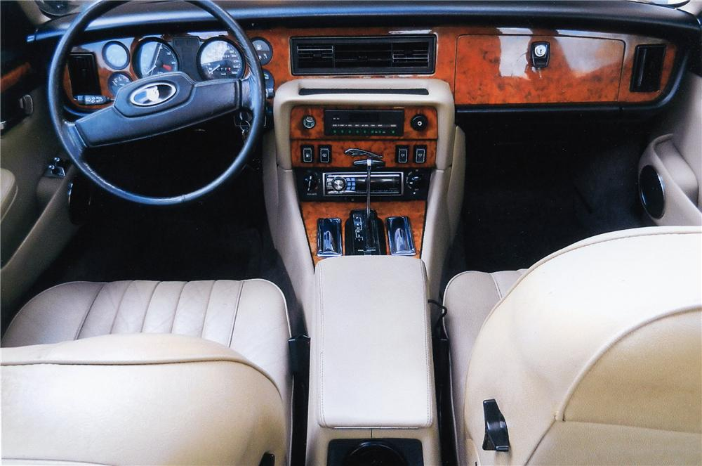 1988 JAGUAR XJ 12 VANDEN PLAS 4 DOOR SEDAN - Interior - 151401