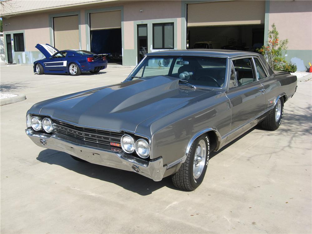 1965 OLDSMOBILE CUTLASS CUSTOM SPORTS COUPE - Front 3/4 - 151597