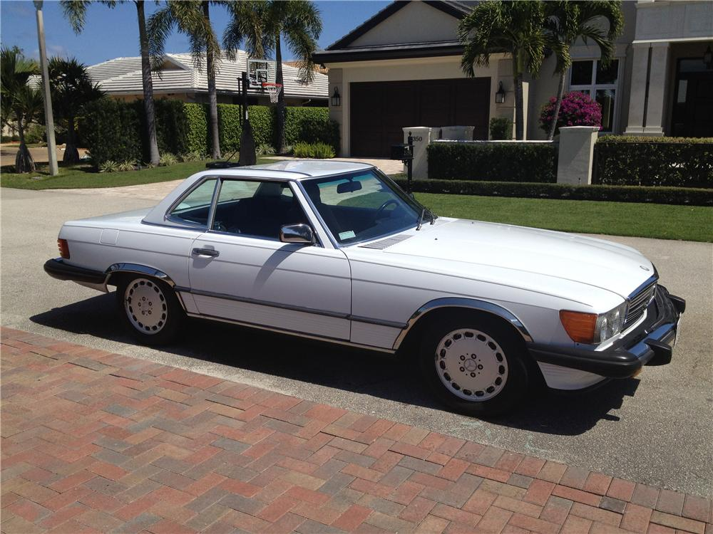 1986 MERCEDES-BENZ 560SL CONVERTIBLE - Front 3/4 - 151622