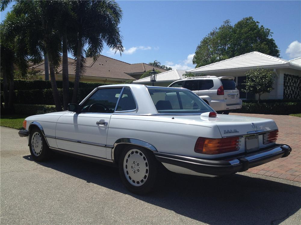 1986 MERCEDES-BENZ 560SL CONVERTIBLE - Rear 3/4 - 151622