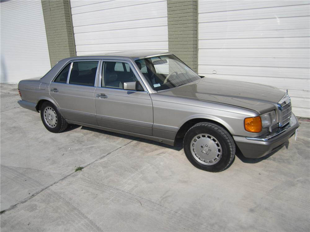 1990 MERCEDES-BENZ 420SEL 4 DOOR SEDAN - Front 3/4 - 151630