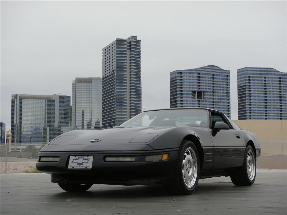 1992 CHEVROLET CORVETTE 2 DOOR COUPE - Front 3/4 - 151696