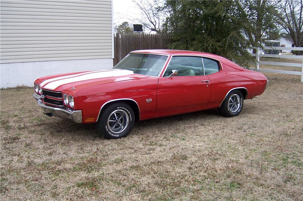 1970 CHEVROLET CHEVELLE SS 396 2 DOOR COUPE - Front 3/4 - 151708