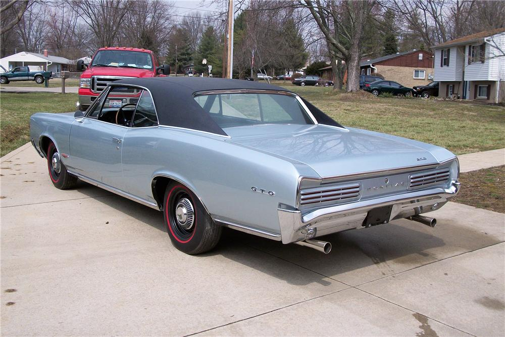 1966 PONTIAC GTO 2 DOOR HARDTOP - Rear 3/4 - 151720