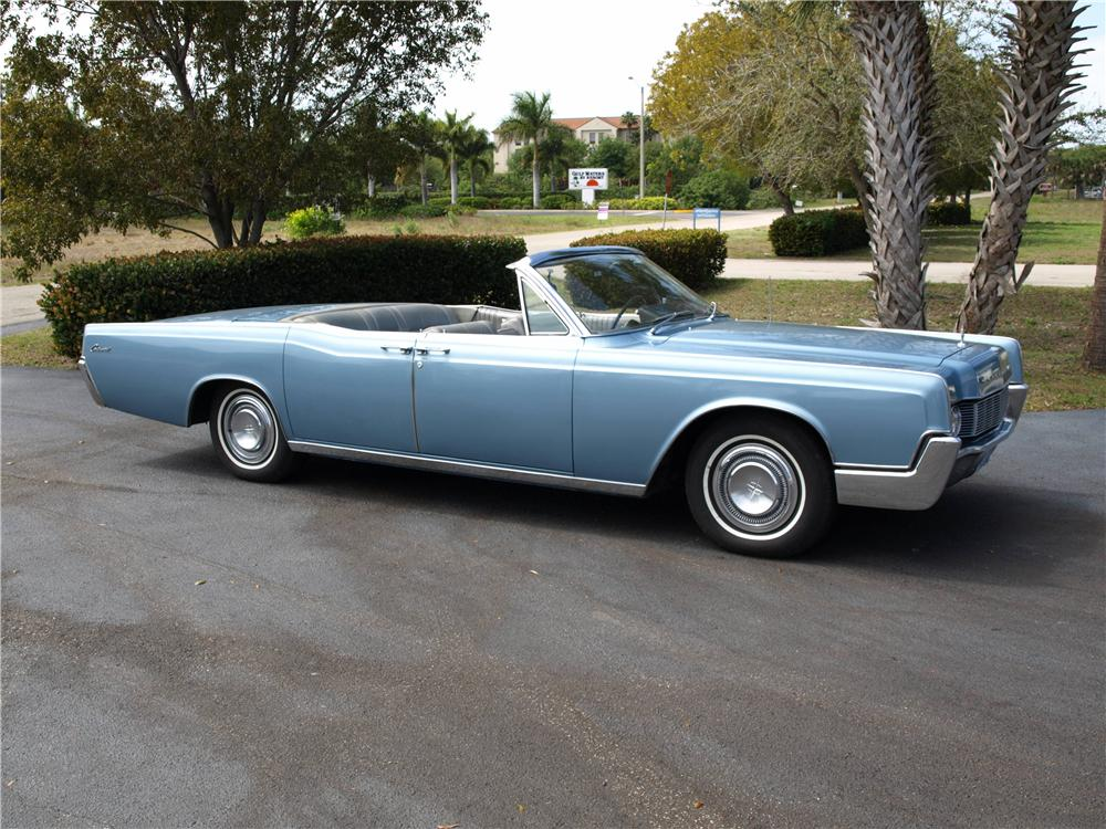 1967 LINCOLN CONTINENTAL CONVERTIBLE - Front 3/4 - 151727