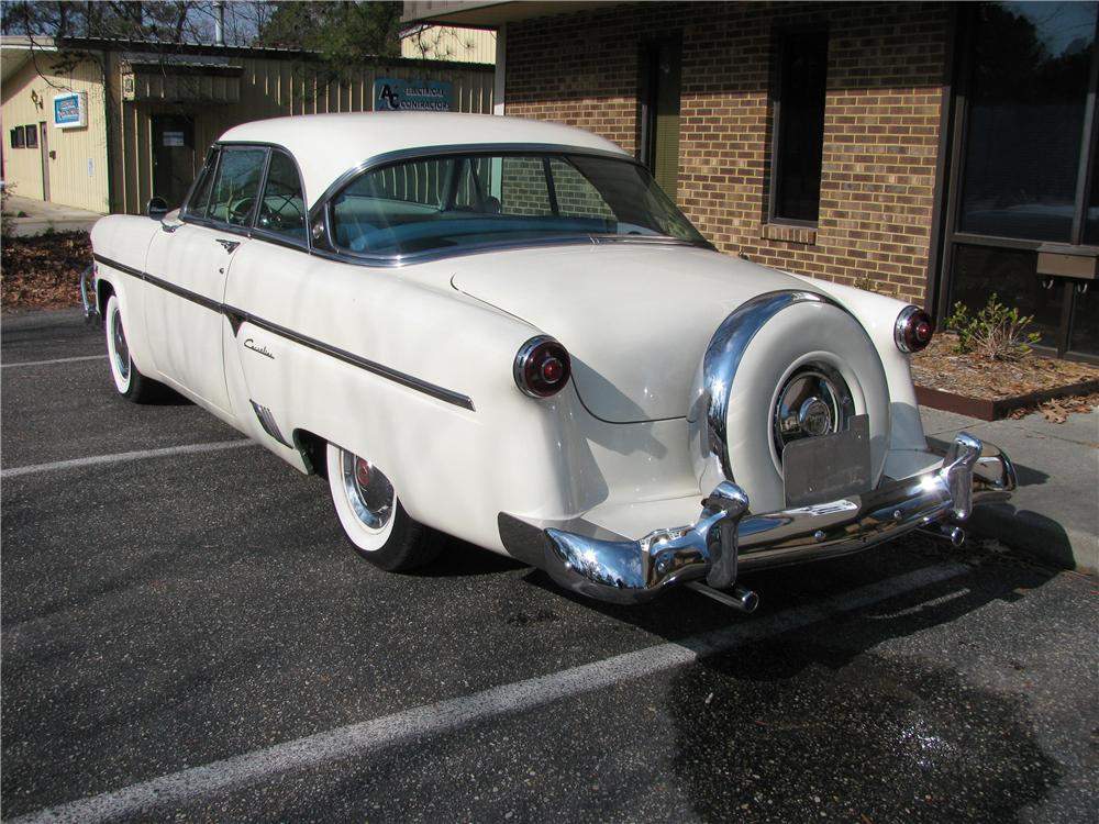 1954 FORD VICTORIA CUSTOM 2 DOOR COUPE - Rear 3/4 - 151881