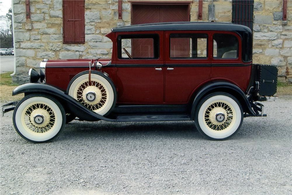 1930 CHEVROLET 4 DOOR SEDAN - Side Profile - 152005