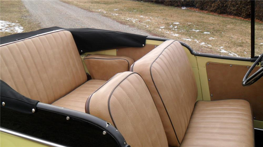 1950 WILLYS JEEPSTER CONVERTIBLE - Interior - 152009