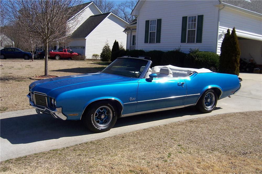 1972 OLDSMOBILE CUTLASS CONVERTIBLE - Front 3/4 - 152010
