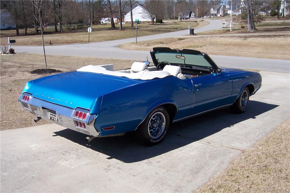 1972 OLDSMOBILE CUTLASS CONVERTIBLE - Rear 3/4 - 152010