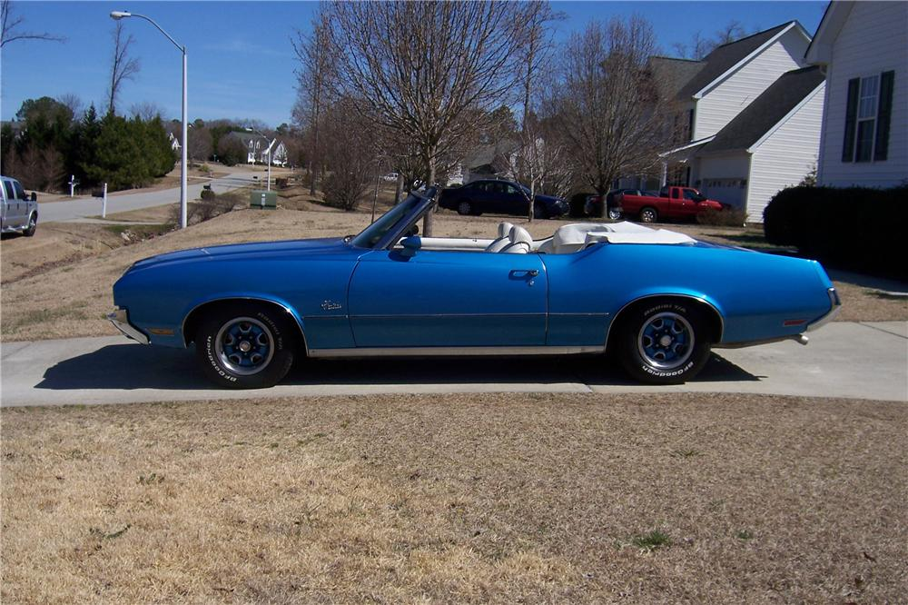 1972 OLDSMOBILE CUTLASS CONVERTIBLE - Side Profile - 152010
