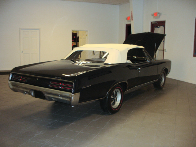 1967 PONTIAC GTO CONVERTIBLE - Rear 3/4 - 152028