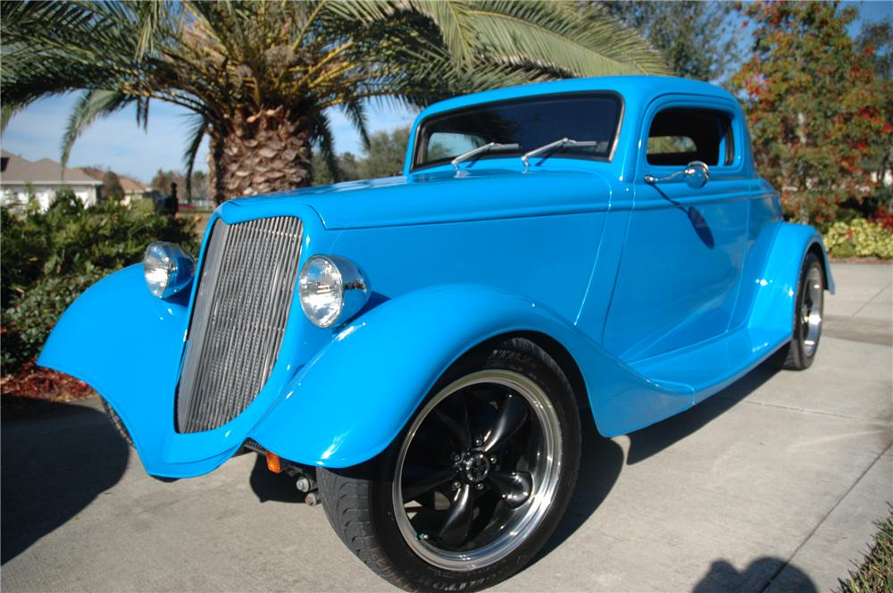 1934 FORD 3 WINDOW CUSTOM 2 DOOR COUPE - Front 3/4 - 152032