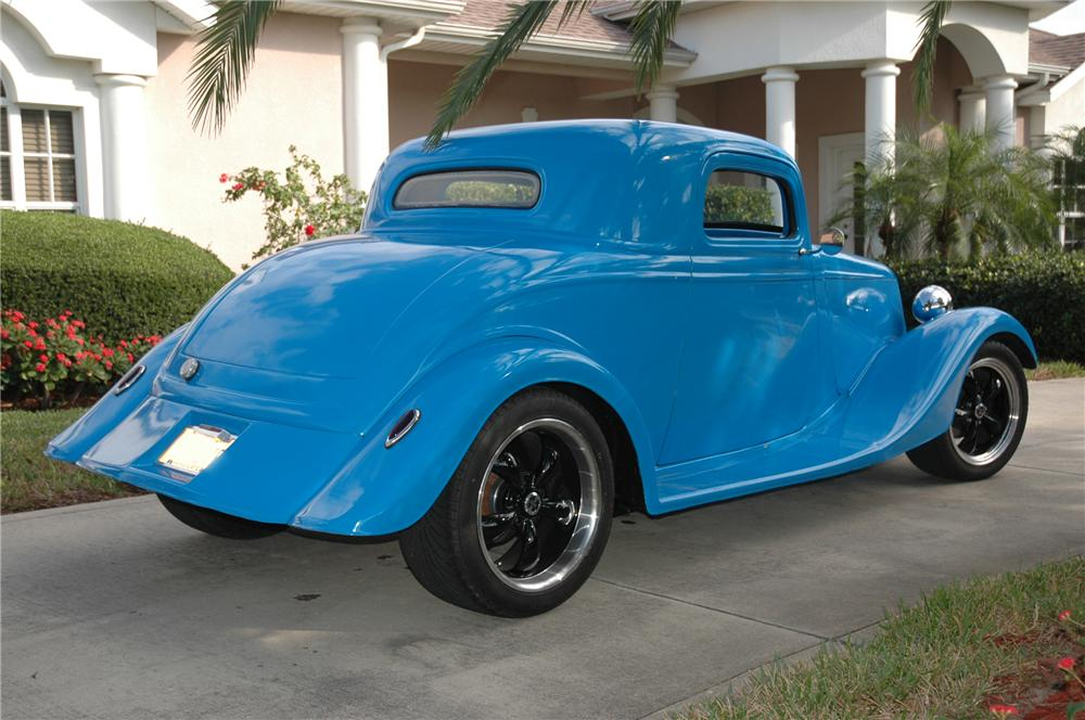 1934 FORD 3 WINDOW CUSTOM 2 DOOR COUPE - Rear 3/4 - 152032