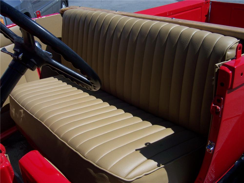 1928 FORD MODEL A ROADSTER PICKUP - Interior - 152042