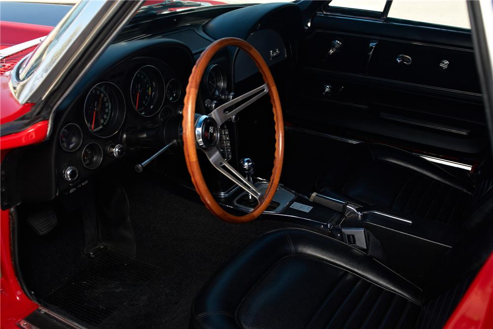 1967 CHEVROLET CORVETTE CONVERTIBLE - Interior - 152060