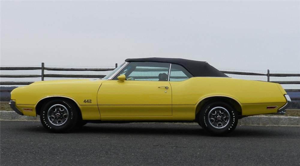 1970 OLDSMOBILE 442 CONVERTIBLE - Side Profile - 152068