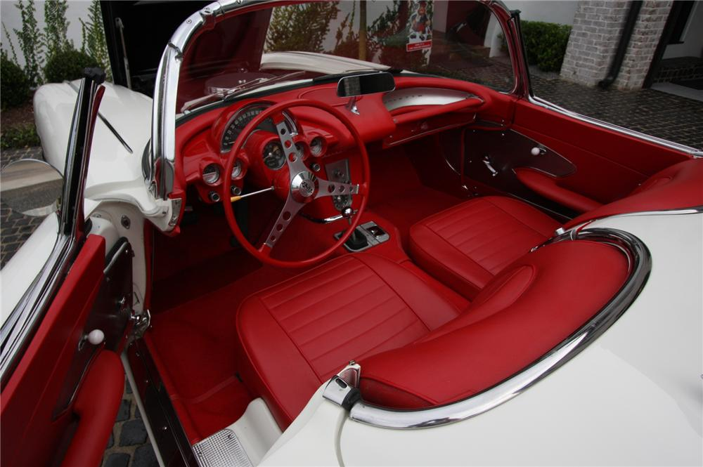 1959 CHEVROLET CORVETTE CONVERTIBLE - Interior - 152082
