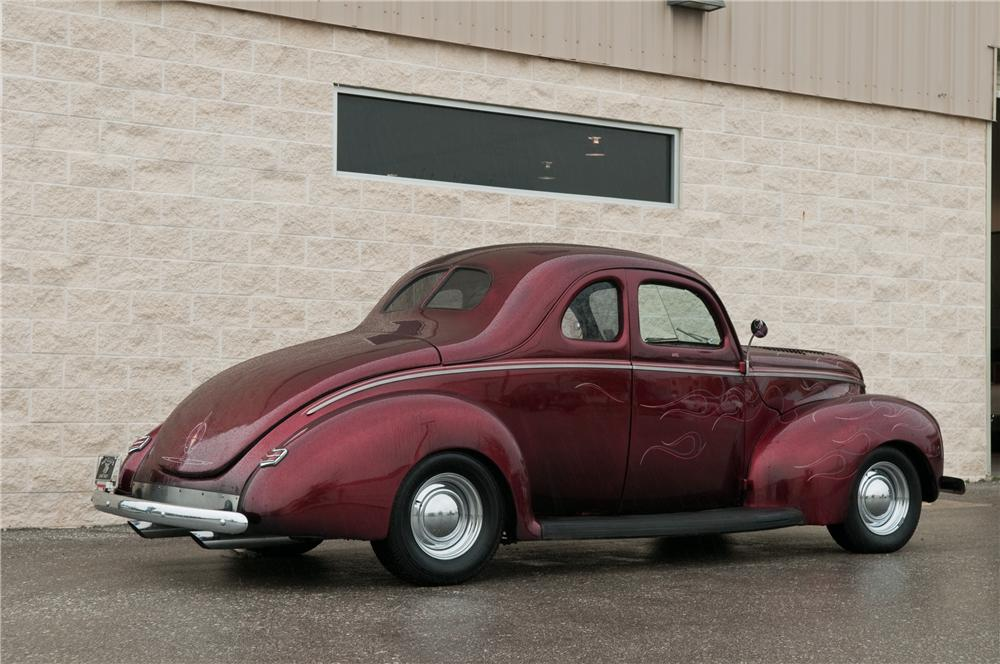 1940 FORD CUSTOM 2 DOOR COUPE - Rear 3/4 - 152090